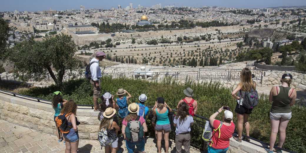 608596Jerusalem_Tourists_Fitoussi2