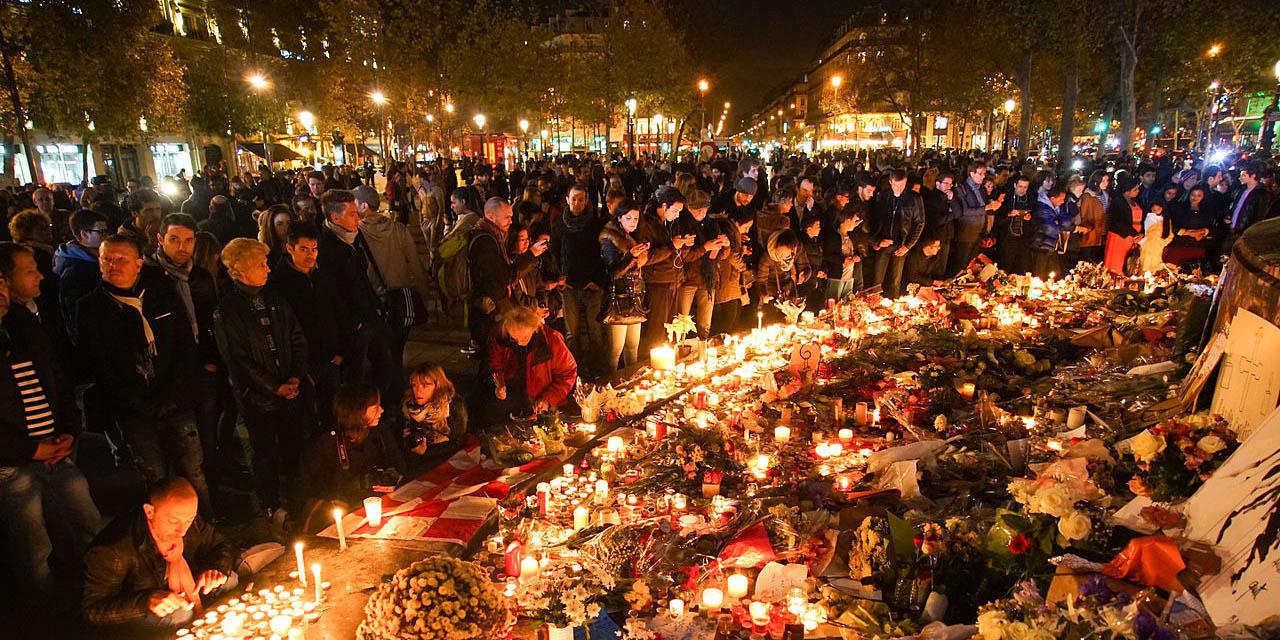 Dozens_of_mourning_people_captured_during_civil_service_in_remembrance_of_November_2015_Paris_attacks_victims._Western_Europe,_France,_Paris,_place_de_la_République,_November_15,_2015_WEB