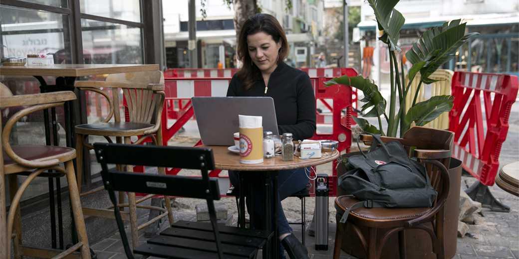 853519_computer_cafe_internet_OferVaknin