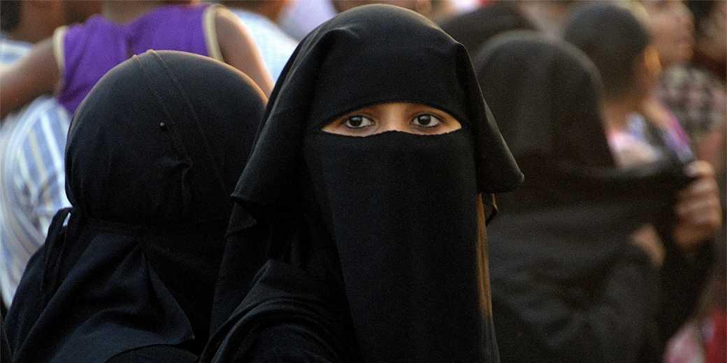 Islamic_burka_pixabay
