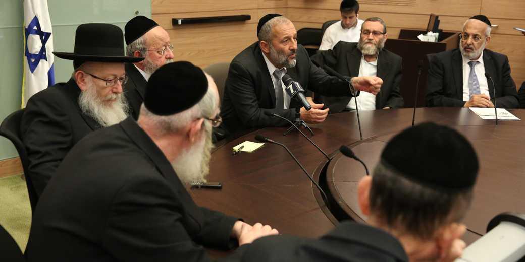 Заседание парламентских ультрарелигиозных фракций. Фото: Эмиль Сальман