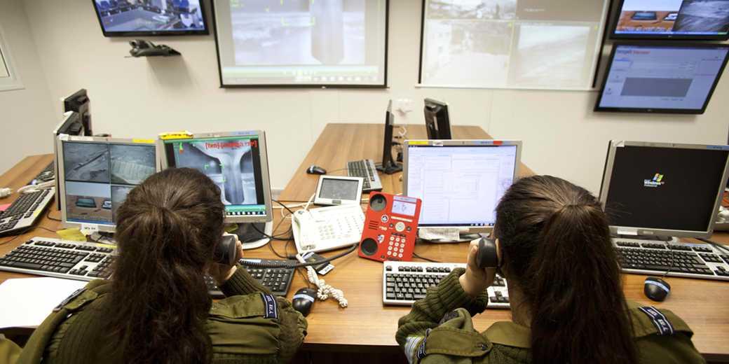 541269_Army_girls_monitor_DudBachar