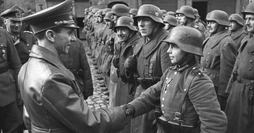 Bundesarchiv_Bild_183-J31305,_Auszeichnung_des_Hitlerjungen_Willi_Hübner