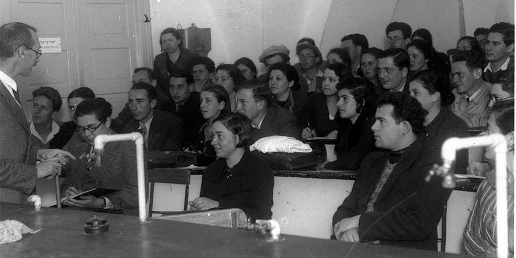 HEBREW_UNIVERSITY_IN_JERUSALEM_1935_Zoltan_Kluger_Wiki_public_GPO. (1)