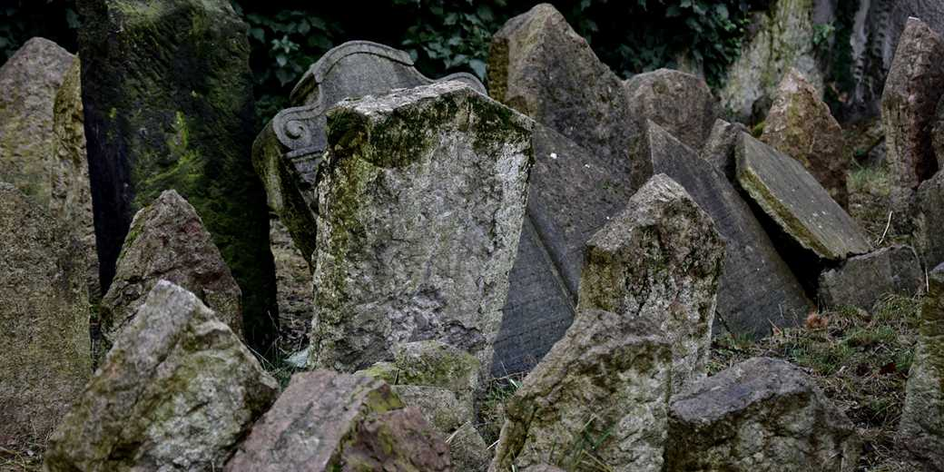 Jewish_cemetery_Prague_Pixabay