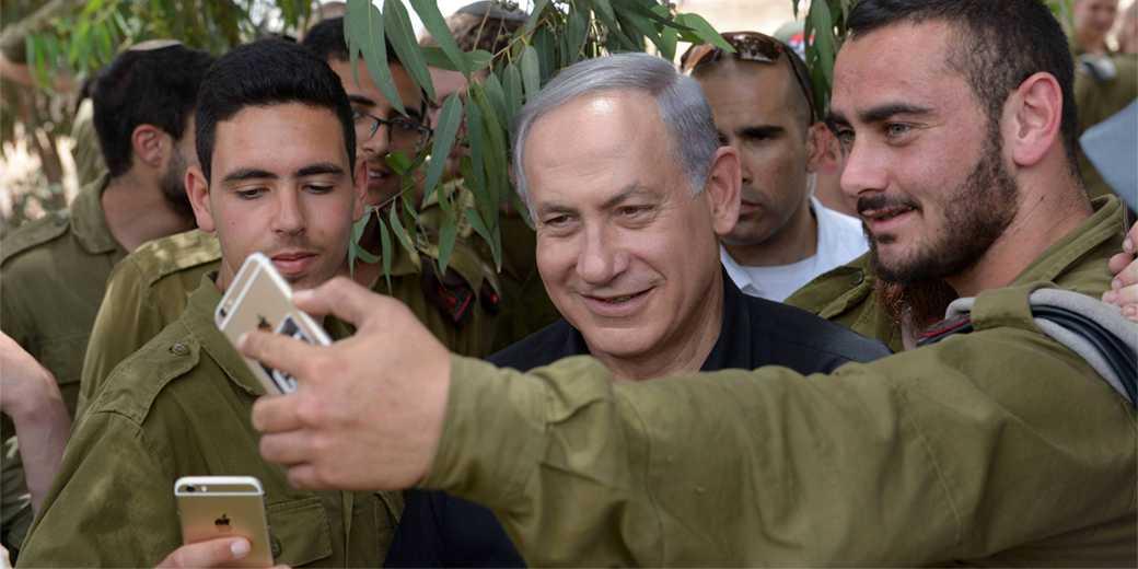 750292_Bibi_Army_selfy_Amos_Ben_Gershom_GPO