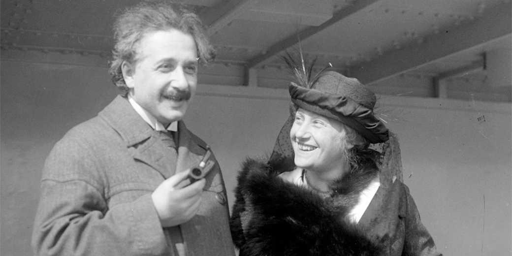 Einstein_Albert_Elsa_LOC_32096u_Wiki_public