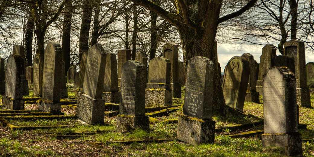 2_cemetery-Jewish-Pixabay