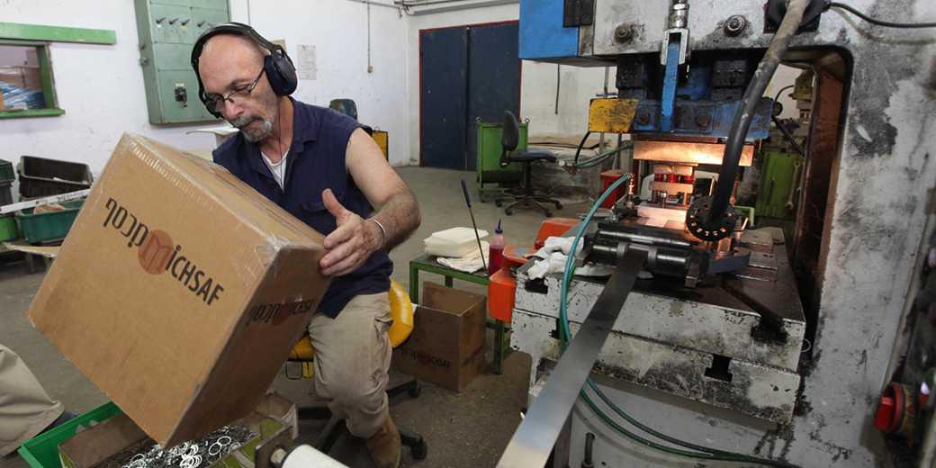 482179_Worker_Factory_Elyahu_Hershkovich