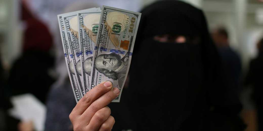 RTS299IR_Gaza_Qatar_Money_Ibraheem Abu Mustafa_Reuters