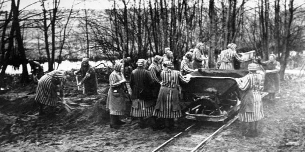 Bundesarchiv_Bild_183-1985-0417-15_Ravensbrück_Konzentrationslager_Wiki