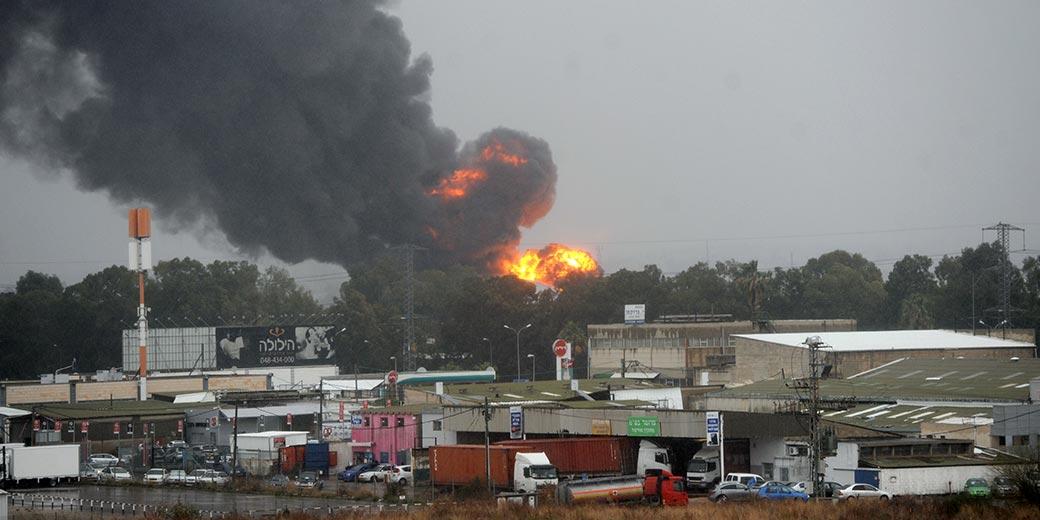 766331_Haifa_oil_refinery_fire_Rami_Shelush