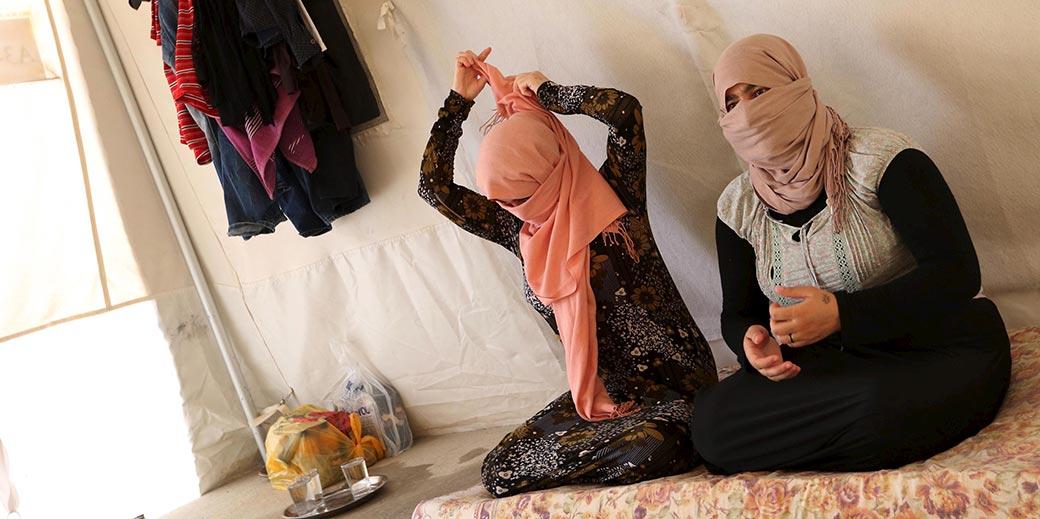 RTX1LE9W_Yazidi_sisters_IS_Ari Jala_Reuters