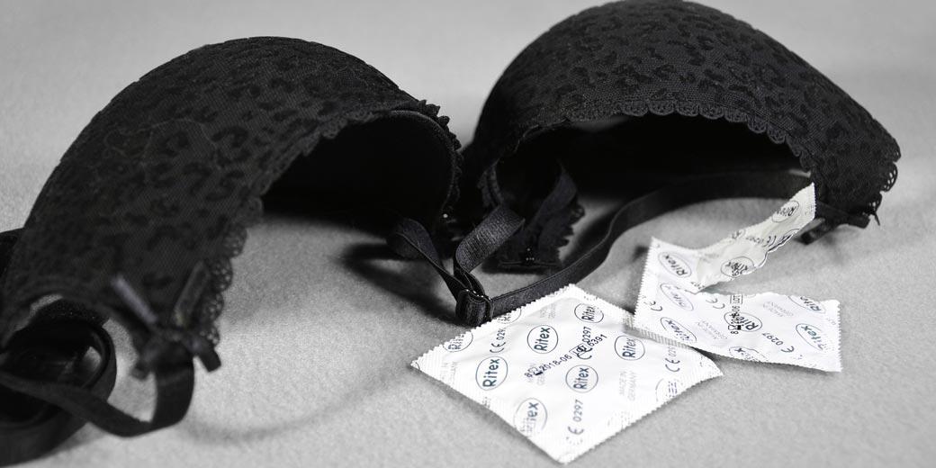sex-2726747_1920-Klaus-Hausmann-Pixabay