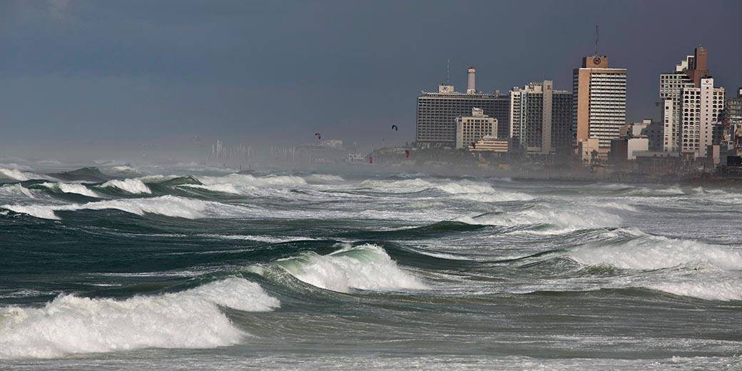 644789-Sea-Storm-Ofer-Vaknin