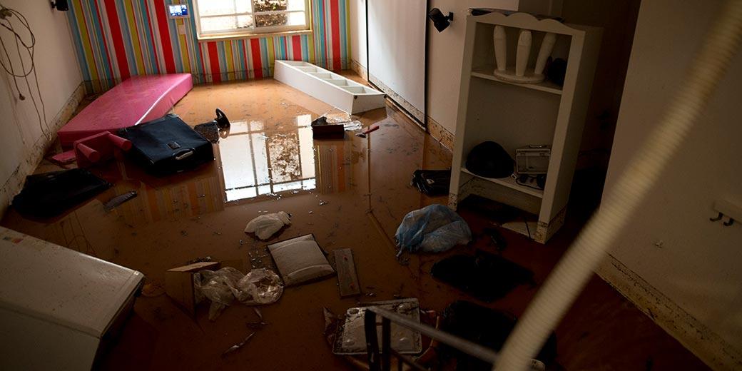 616682_rain_flood_apartment_Moti_Milrod