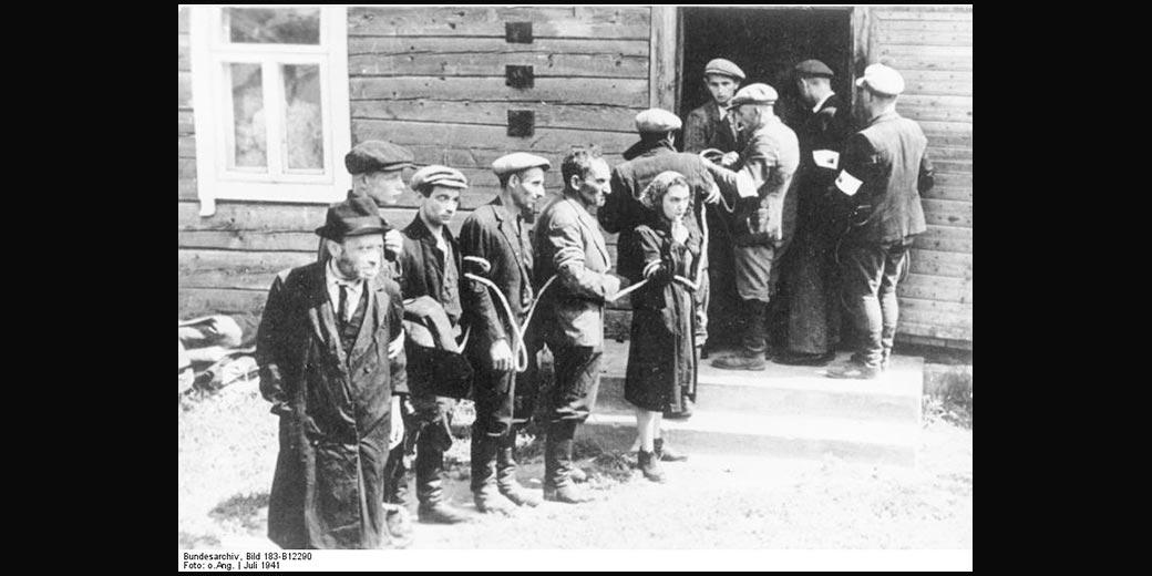 Holocaust_Lithunia_1941_Bundesarchiv Bild 183-B12290 Wiki_Commons