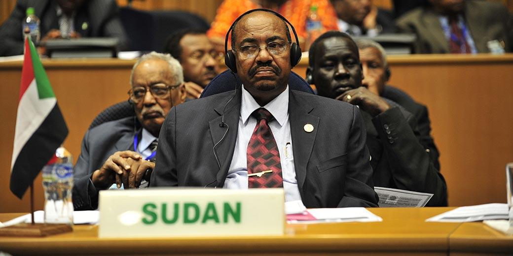 Omar_al-Bashir,_12th_AU_Summit,_090131-N-0506A-347 -Wiki_Public