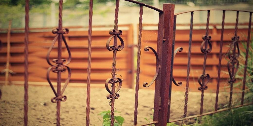 old-iron-fence-1008957_1280