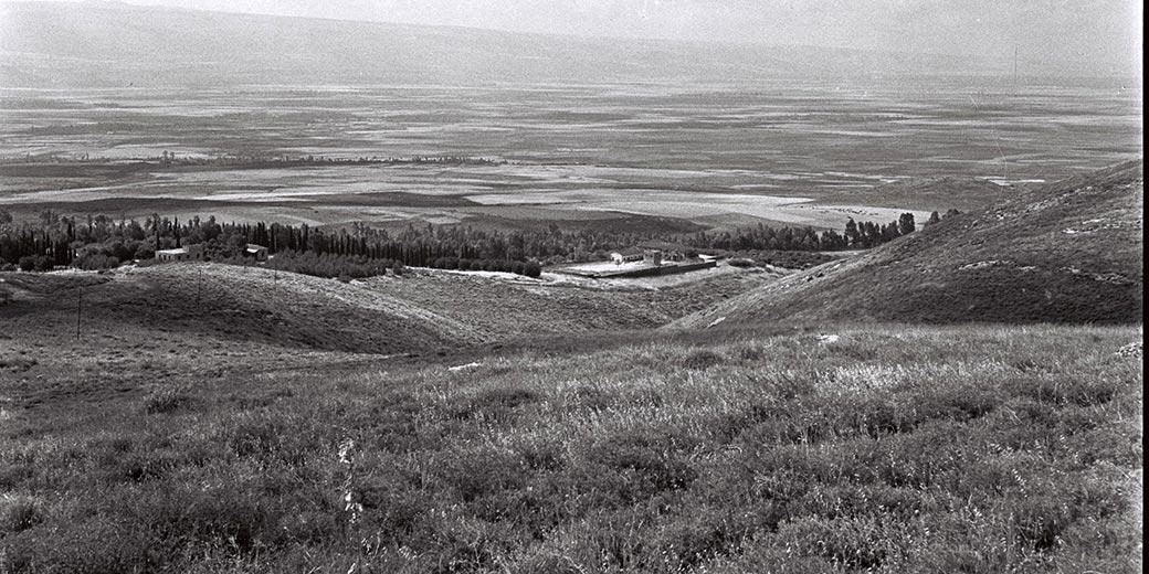 D832-103_kibbutz_Tel-Hai_1946_Zoltan_Kluger