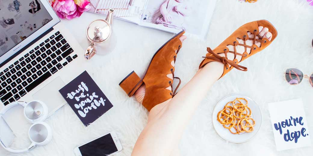 hipster-mum-shoes-unsplash