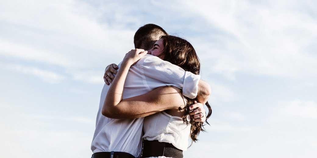 priscilla-du-preez-hugs-unsplash