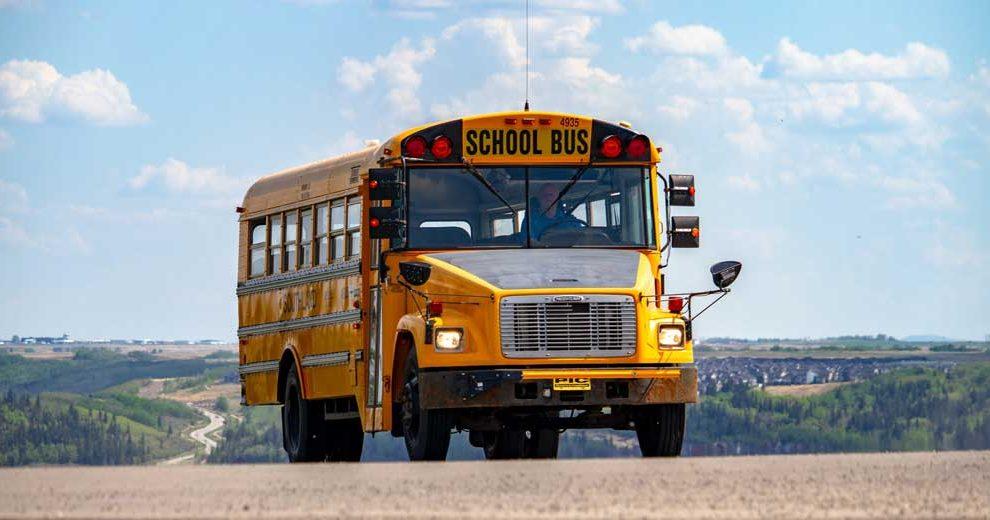 denisse-leon-school bus-unsplash