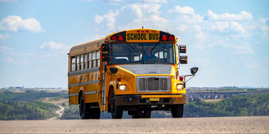 denisse-leon-school bus-unsplash