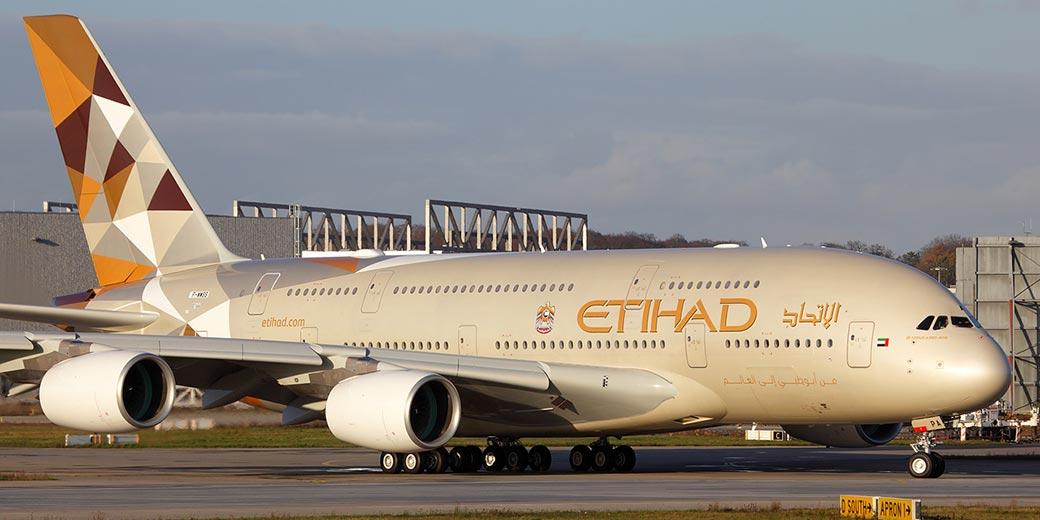Etihad_Airways_Airbus_A380-861_at_Finkenwerder