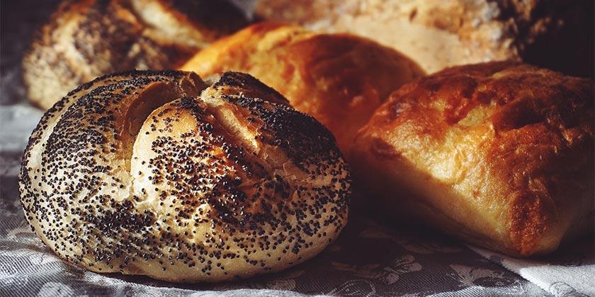 pexels-suzy-hazelwood-bread