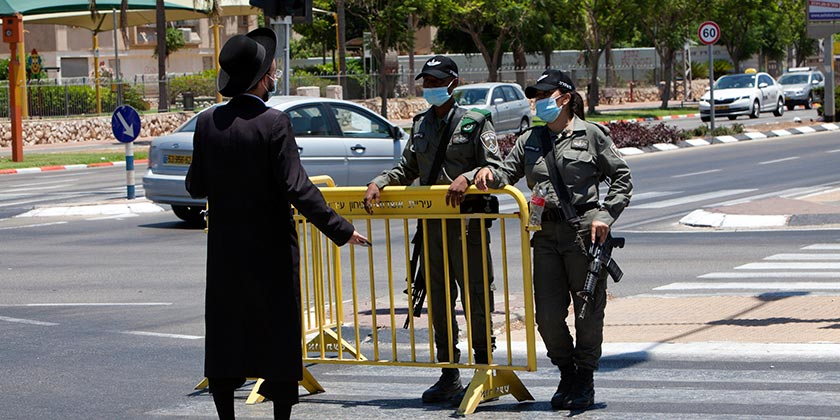 561111_corona_police_religious_Gil_Elyahu