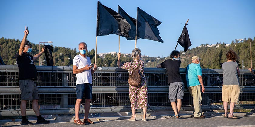 561417_corona_protest_black_flags_Emil_Salman