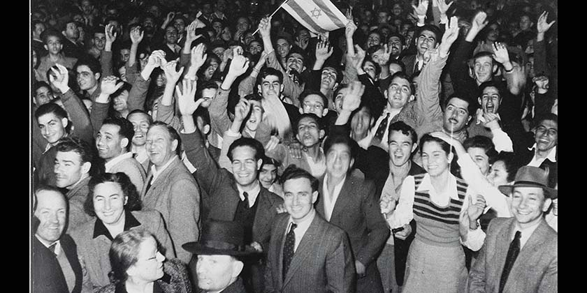 D410-049_Tel_Aviv_1947_Palestine_partition_celebrations_Hans_Pinn_GPO