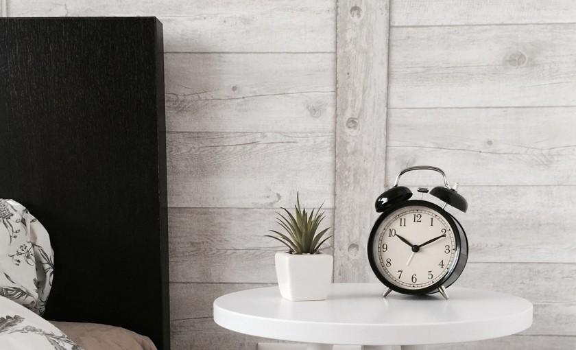 5 вещей, которые эксперты по сну советуют немедленно убрать из спальни