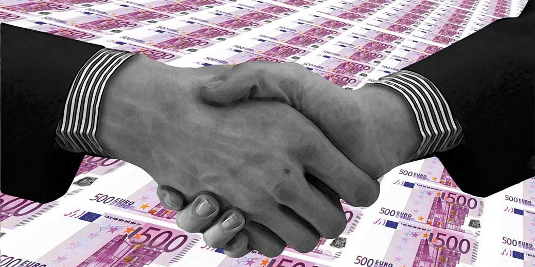 hands-euro-money-pixabay