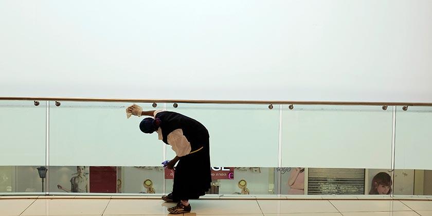 551095_Cleaning_Arab_Woman_Ilan_Assayag