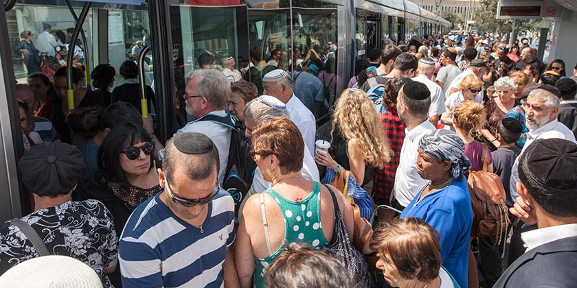 628968_Crowd_Jerusalem_Emil_Salman