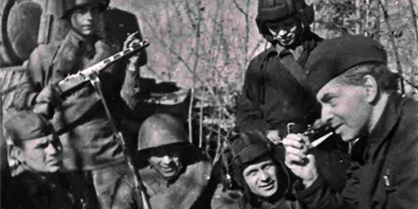 Эренбург_в_гостях_у_танкистов,_1942_год (1)