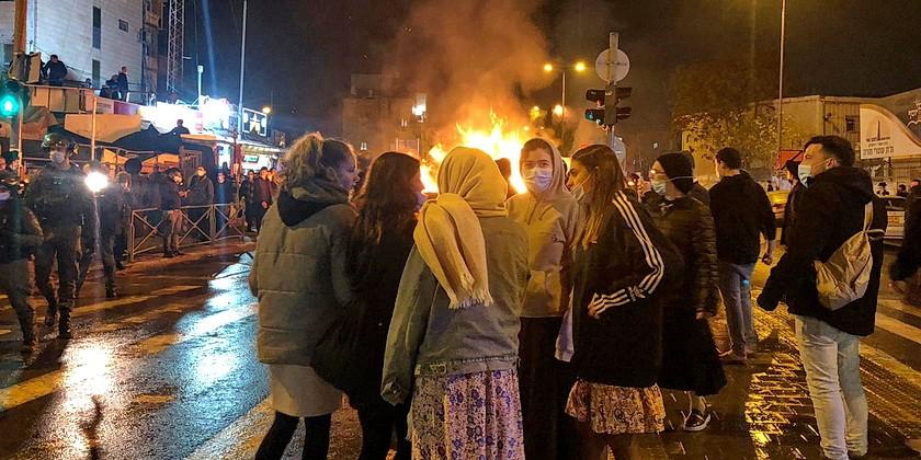 protest_jerusalem_press_police_cropped