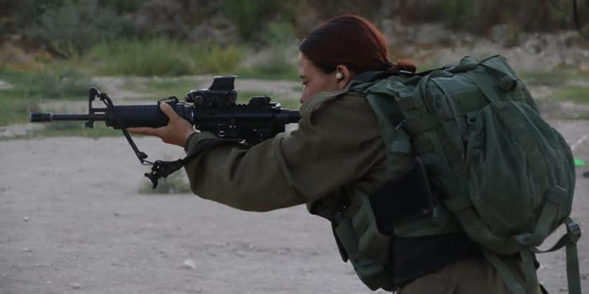 soldier_girl_shooting_army_press