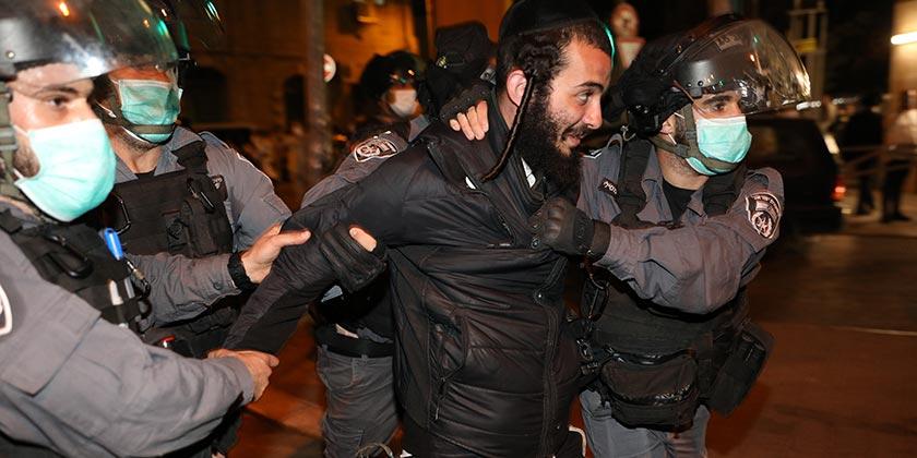 584584_Religious_Police_Emil_Salman