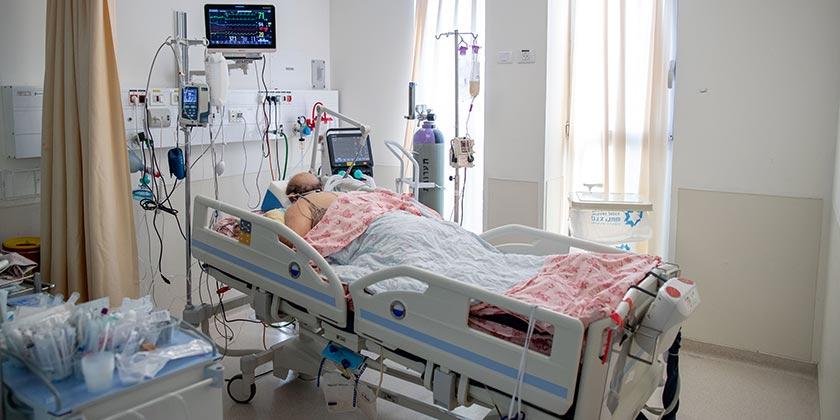 586802_Corona_Hospital_Ohad_Zwigenberg