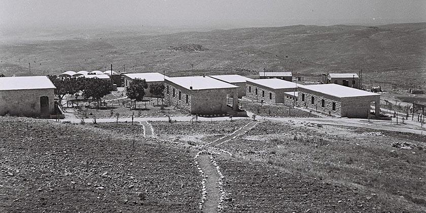Masuot_Yitzhak_1947_Zoltan_Kluger_GPO_Wiki_Public