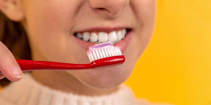 diana-polekhina-teeth brush-unsplash