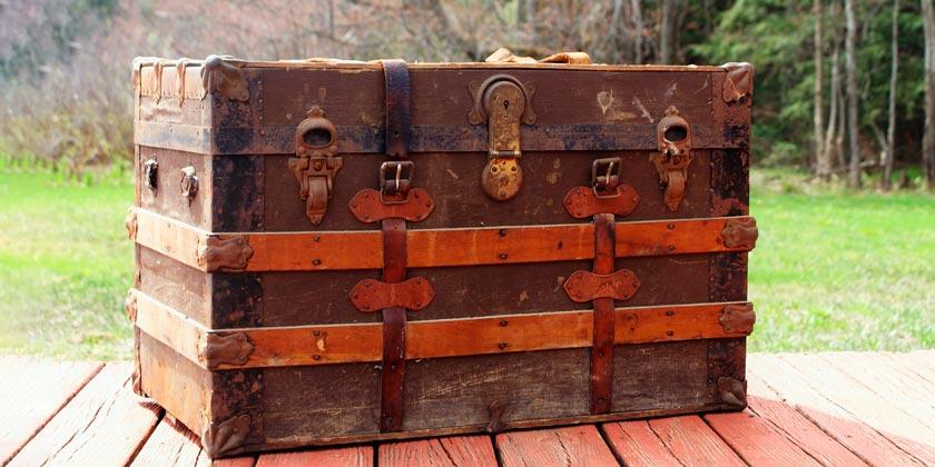 steamer-trunk-pixabay