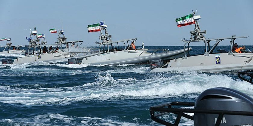 Iran_military_speedboats_Wikimedia_commons