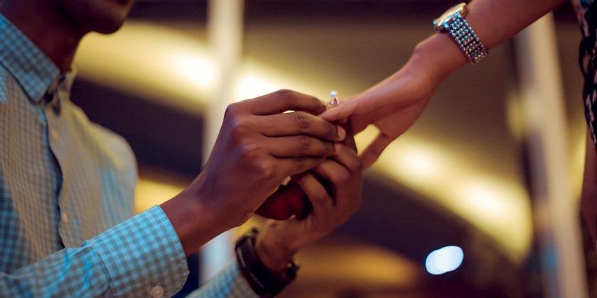 gift-habeshaw-love-ring-unsplash
