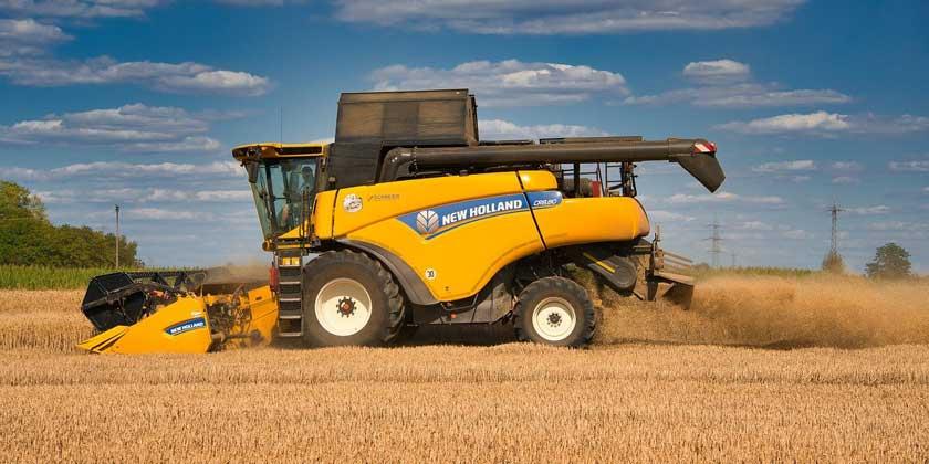 combine-harvester--Anrita1705-from-Pixabay