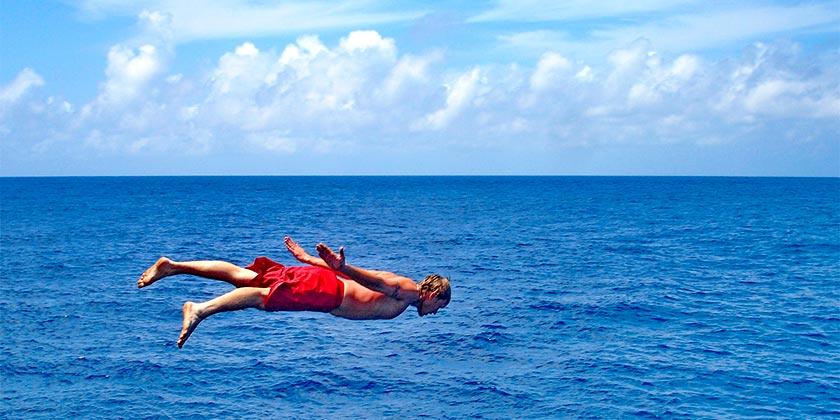 jump-sea-pixabay
