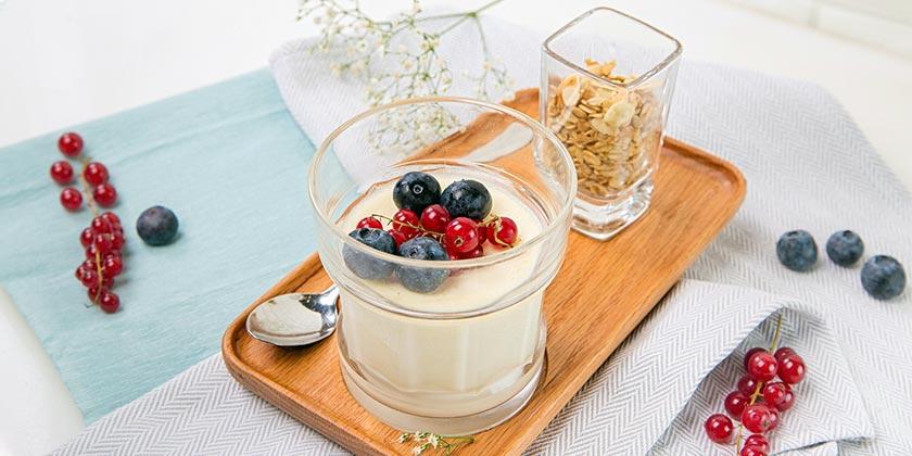 pexels-denys-gromov-yogurt-breakfast